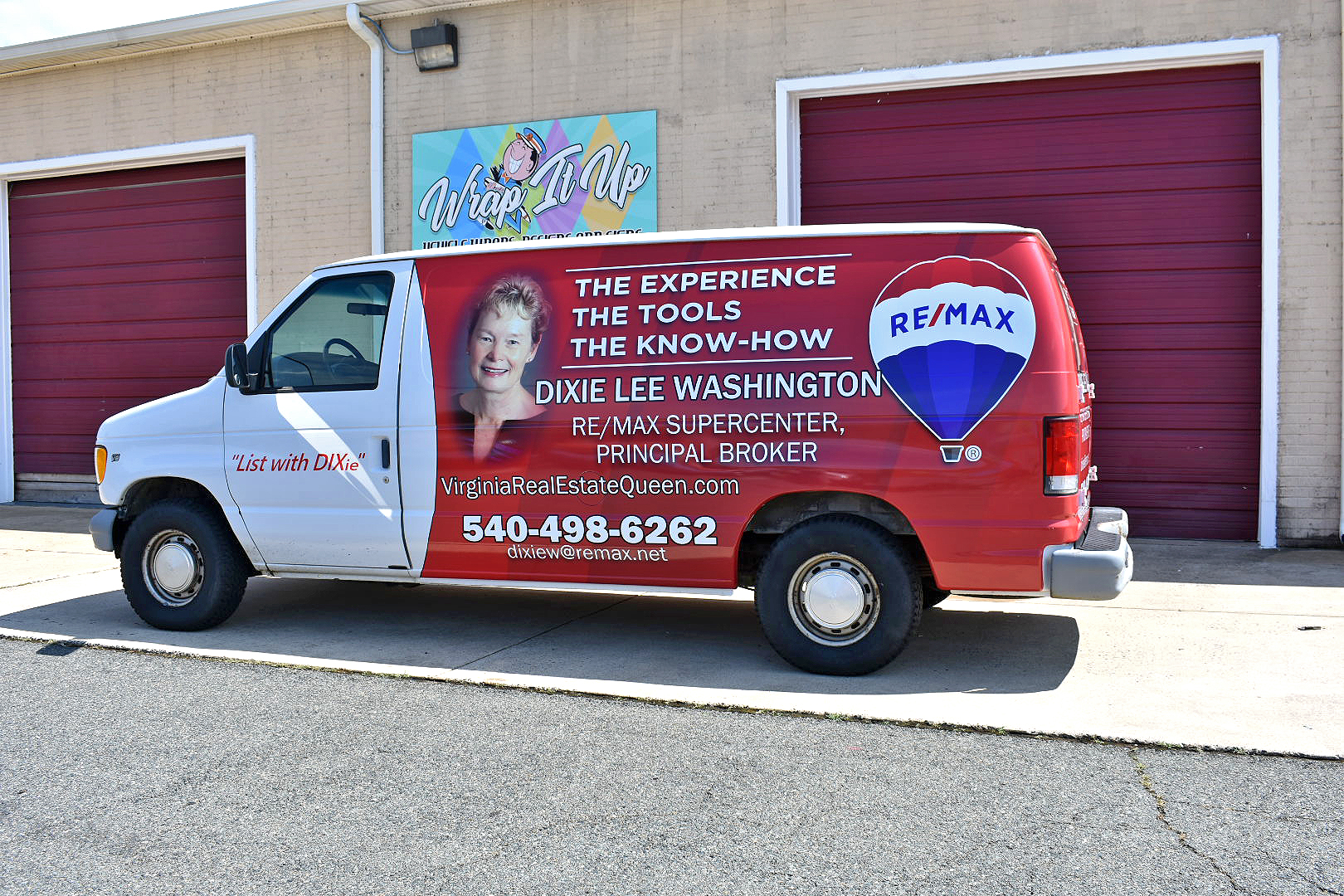 remax-vinyl-wrapped-van
